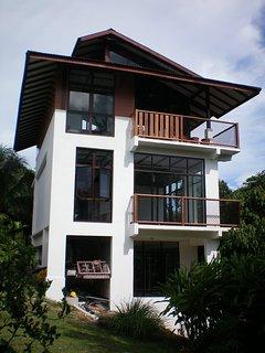 Gaze Studio:Modern Spacious Jungle Stay