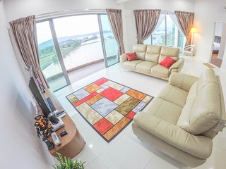 Luxury Condominium. Best Sea View. Great Location, Kota Kinabalu
