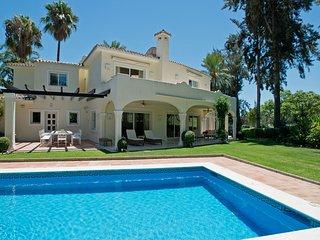 Beautiful 5 bedroom villa with frontline golf view