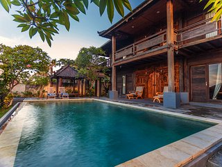 4 BR Wooden Villa with Private Pool - The Kawan
