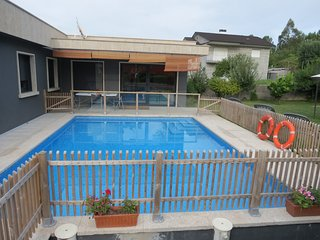 Moderna comoda preciosa casa, piscina, jardín, jacuzzi hinchable, pinpon, billar