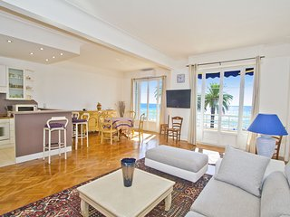 2 Bedroom seafront Apartment, Nice