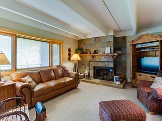 Newly renovated, upscale, ski-in/ski-out condo - golf on-site