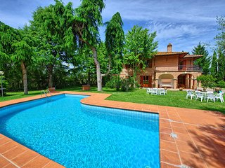 Stunning Villa Lauretana with private pool, Torrita di Siena