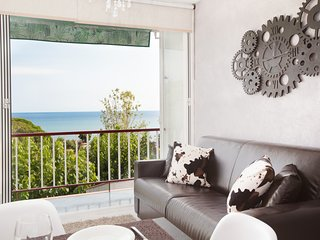 Front Beach apartment 1 BTH for 4 amazing views B, Sant Pol de Mar