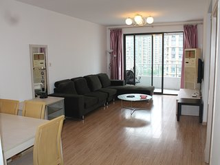 Spacious/Newly Deco/Large 2bd 120sq apt Gym L3/4/7, Shanghai