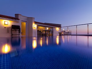 Luxury Apartment, Romantic, Great Views,Private, Spacious, Rooftop Pool, Kalkan