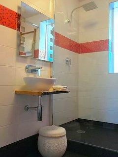 Virtual ensuite - the bathroom door is one step outside the main bedroom door.