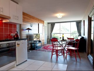 The Den: Inner-City Luxury, Views, Best Location, Free 100 Mps & WiFi, Warm!, Hobart