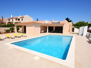 Casa Sol, modernised 3 bedroom villa, 2 bathrooms, Private Pool and WiFi,