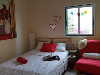 THE MAGIC MONIK ROOM BY THE OCEAN!! PRIVATE BATHROOM WF 150 METRES TO THE BEACH