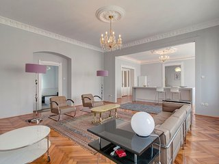 Spacious Center Classic  apartment in V Belváros with WiFi., Budapest
