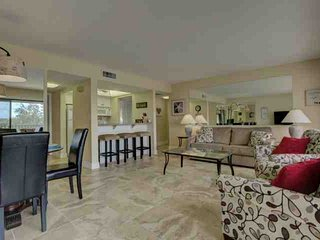 Water Views, Private Beach Access, Wifi Incl. Renovated Condo With Amenities