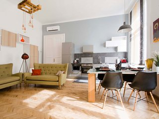 ANDRASSY BOULEVARD Budapest around you 5 STARS HOLIDAYS  WiFi -Air conditioning