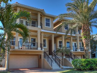 Well appointed Anna Maria Beach Villa near beach