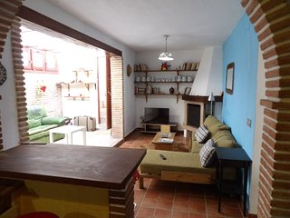 Country house closed to Malaga and beach, wifi a/c, Cartama
