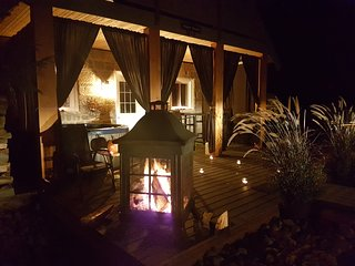The Sugar Shack - Romantic Cottage for 2  w/ private hot tub