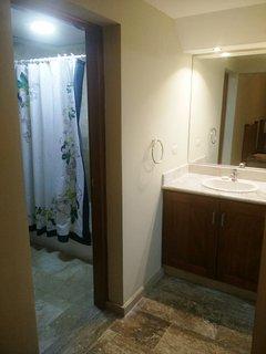 Baño dormitorio 2 camas