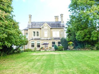 VALE HOUSE, large detached property, en-suites, open fires, WiFi, in Belvoir