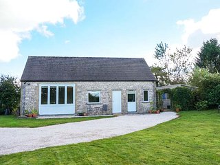 SHORTNER CROFT, single-storey, large enclosed garden, great walking and cycling, in Biggin, Ref 931808