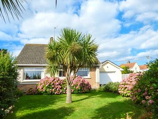 WYNDMERE, detached, WiFi, enclosed garden, in Penally, Tenby, Ref: 939927