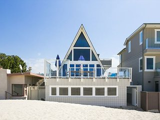 """3225 O - 591631 - """"A"""" Frame Beach Getaway, Oxnard"""