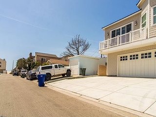 117 G - Beautiful Cape Cod Silver Strand Beach Home 3 homes from the sand!, Oxnard