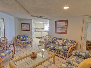 Gulf front condo w/balcony & resort beach, pool & hot tub!