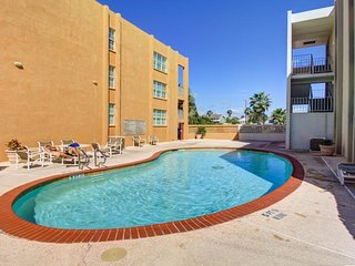 Cute, dog-friendly condo near the beach with shared pool!, South Padre Island