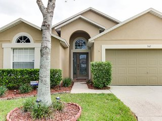 Great location w/ private pool & lanai - 12 miles to Disney! Snowbirds welcome!