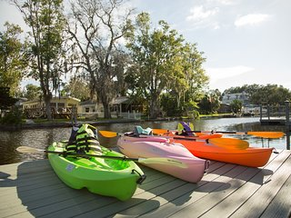 PIRATE COVE KAYAKS & ADULT BIKES INCLUDED, Weeki Wachee
