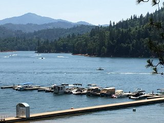 Lakefront....Shasta Lakeshore Retreat #2