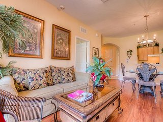 Elegant tropical 3-bed, 2-bath condo with plenty of room for up to 8 guests.