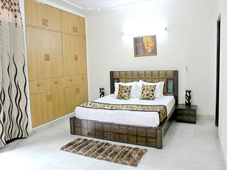 Defence Colony - Trendy 3 Bedroom Apartment, Nuova Delhi