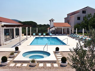 VILLA DIVA with Pool - A1 Apartment, Rogoznica