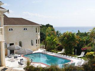 Fantastic 6 bedroom villa with great ocean view