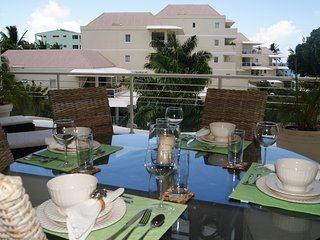 Palm Beach 408 - Ideal for Couples and Families, Beautiful Pool and Beach, Bridgetown