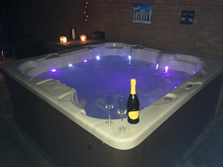 Cheshire home with hot tub & Sky TV