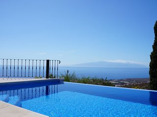 Beautiful Villa for 6 people, private heated pool, Costa Adeje