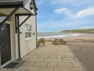 Beach Breeze Croyde | 2 Bed / Sleeps 4-5 | Sea Beach Views