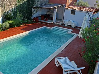Villa Angelo with private,heated pool, Nin