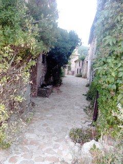 Paseo por las calles empedradas en Riópar Viejo