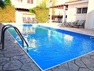 Coral Bay 4 Bed Villa Prime Location Private Pool, Paphos