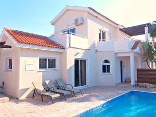Coral Bay Tourist Location - 4 Bed Villa - Pool, Peyia
