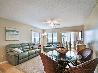 Emerald Isle #101 - Beautiful 2 bedroom condo with a beach front balcony!