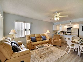 Emerald Isle #204 - Beautiful 2 bedroom condo with a beach front balcony!