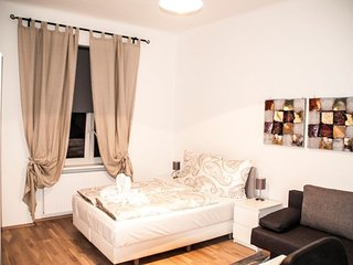 Donau Studio 37 apartment in 02. Leopoldstadt with WiFi., Viena