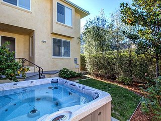 Modern & Spacious w/Jacuzzi & Outdoor Living - Walk to Beach!