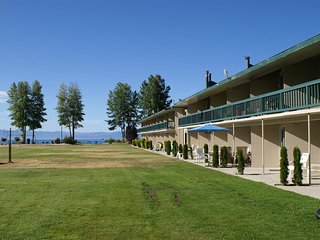 Lakefront Condo, 2bd/2bath, Sofa Bed, ADA friendly, Tahoe Vista