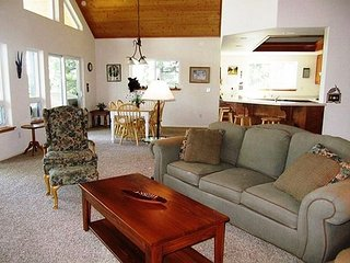 """Peak Retreat"" a Blue Lake Springs home in the treetops awaiting your arrival, Arnold"